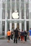 Apple stockent sur la 5ème avenue à New York Photographie stock