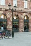 Apple Store που παίρνει έτοιμη για την έναρξη ρολογιών της Apple Στοκ εικόνα με δικαίωμα ελεύθερης χρήσης