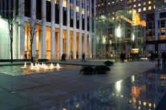 Apple Store στη 5$η λεωφόρο στην πόλη της Νέας Υόρκης Στοκ φωτογραφία με δικαίωμα ελεύθερης χρήσης