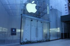 Apple Store Closed Royalty Free Stock Photo