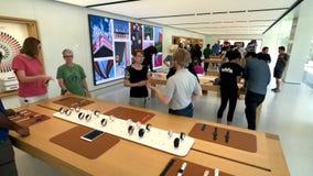 Apple Store en el campus de la compañía en el valle del silicón, lazo uno del infinito almacen de metraje de vídeo