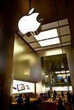 Apple Store en el museo de la lumbrera Imagenes de archivo