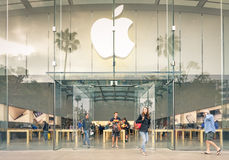 Apple Store en la 3ro 'promenade' de la calle - Santa Monica Foto de archivo libre de regalías