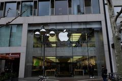 Apple Store Front View a Francoforte immagine stock