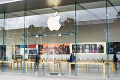 Apple Store hänrycker Royaltyfria Foton