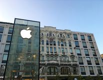Free Apple Store In Milan City Center Royalty Free Stock Image - 130871186