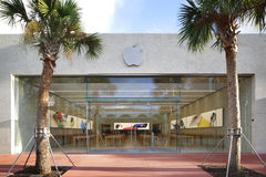 Apple Store Lincoln Road Royalty Free Stock Photo