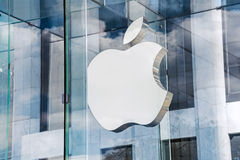 Apple Store Logo NY. NEW YORK-JULY 24 - The Apple logo on the glass of the Apple Store, Fifth Avenue on July 24 2015 in Manhattan Royalty Free Stock Images