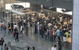 Apple Store ocupado Imagen de archivo libre de regalías