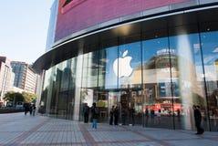 Apple Store på den Wangfujing gatan i Peking Arkivfoton