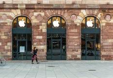 Apple Store que prepara-se para Apple olha o lançamento fotografia de stock