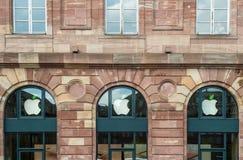Apple Store zieleni liścia Ziemski dzień Zdjęcie Royalty Free