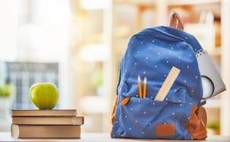 Apple, stos książki i plecak Obraz Stock