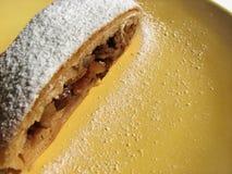 Apple-strudel, een Oostenrijks dessert Stock Afbeelding