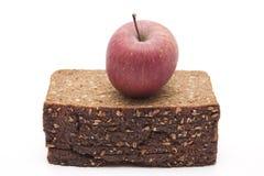 Apple sur le pain complet images stock