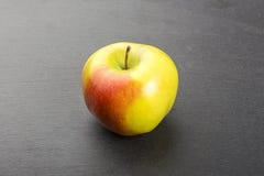 Apple sur une ardoise Images libres de droits