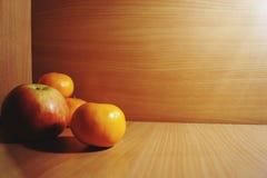 Apple, tangerine, κόκκινος, ώριμο, φρούτα, φρέσκος, πορτοκαλής, φωτεινός, juicy, εύγευστα Στοκ Εικόνες