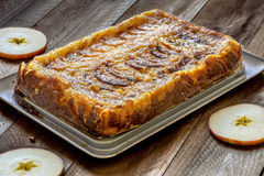 Apple tarte στο ξύλινο υπόβαθρο Στοκ Εικόνα