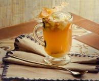 Apple-Tee mit Eiscreme Stockbild