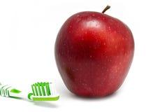 Apple, thothbrush en blanco imágenes de archivo libres de regalías
