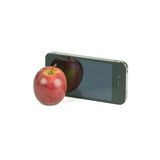 Apple tragen und das intelligente Telefon Früchte, das auf Weiß lokalisiert wird Stockbilder