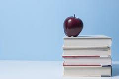 Apple und Bücher, Bildung Lizenzfreie Stockfotos
