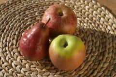 Apple und Birne lizenzfreie stockfotos