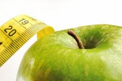 Apple und messendes Band für einen gesunden Lebensstil 2 stockfotografie