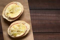 Apple- und Sauerkraut-Sandwich Stockbilder