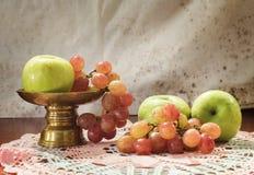 Apple und Traube, Stillleben Stockfoto