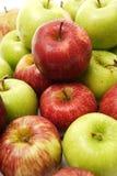 Apple verde e rosso accatasta Fotografia Stock Libera da Diritti