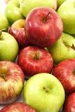 Apple verde e rosso accatasta Fotografia Stock