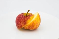Apple vert sur le fond noir Photos libres de droits