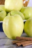 Apple vert - variété d'or de gingembre images stock