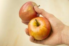 Apple w ręce Obrazy Royalty Free