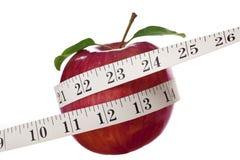 Apple y cinta métrica Imágenes de archivo libres de regalías