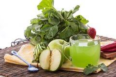 Apple y jugo verde de la mezcla de la espinaca Fotos de archivo
