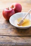 Apple y miel Imágenes de archivo libres de regalías