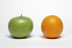 Apple y naranja Fotografía de archivo libre de regalías