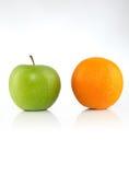 Apple y naranja Fotos de archivo libres de regalías