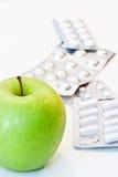 Apple y píldoras Fotografía de archivo