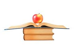 Apple y un libro abierto Imagenes de archivo