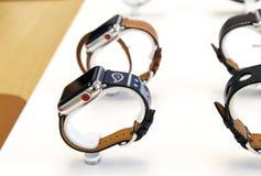 Apple zegarki na pokazie przy sklepem Fotografia Royalty Free