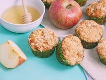 Apple zerbröckeln gewürzte Muffins Stockbild