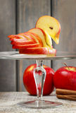 Apple-zwaan. Decoratie van vers fruit wordt gemaakt dat. Stock Foto's