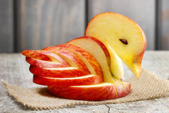 Apple-zwaan. Decoratie van vers fruit wordt gemaakt dat. Stock Afbeeldingen