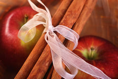 Apples and cinnamon sticks Royalty Free Stock Images