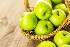 apples crate organic Στοκ φωτογραφία με δικαίωμα ελεύθερης χρήσης