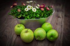 apples crate organic 图库摄影