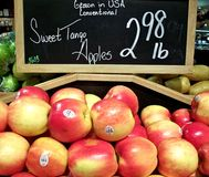 Apples on display in a market Royalty Free Stock Photos